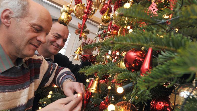 weihnachtsbaum schm cken perfekte christbaum deko. Black Bedroom Furniture Sets. Home Design Ideas