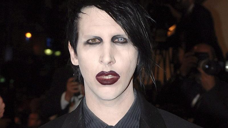 Makabrer Scherz: Marilyn Manson richtet Fake-Gewehr aufs Publikum