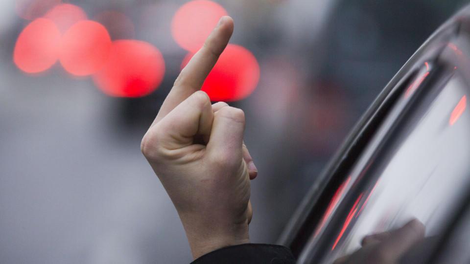 Betrunkener Mann setzt Ehefrau auf Autobahn aus