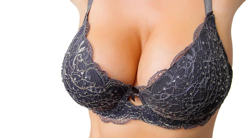 Warum stehen Männer eigentlich auf große Brüste?