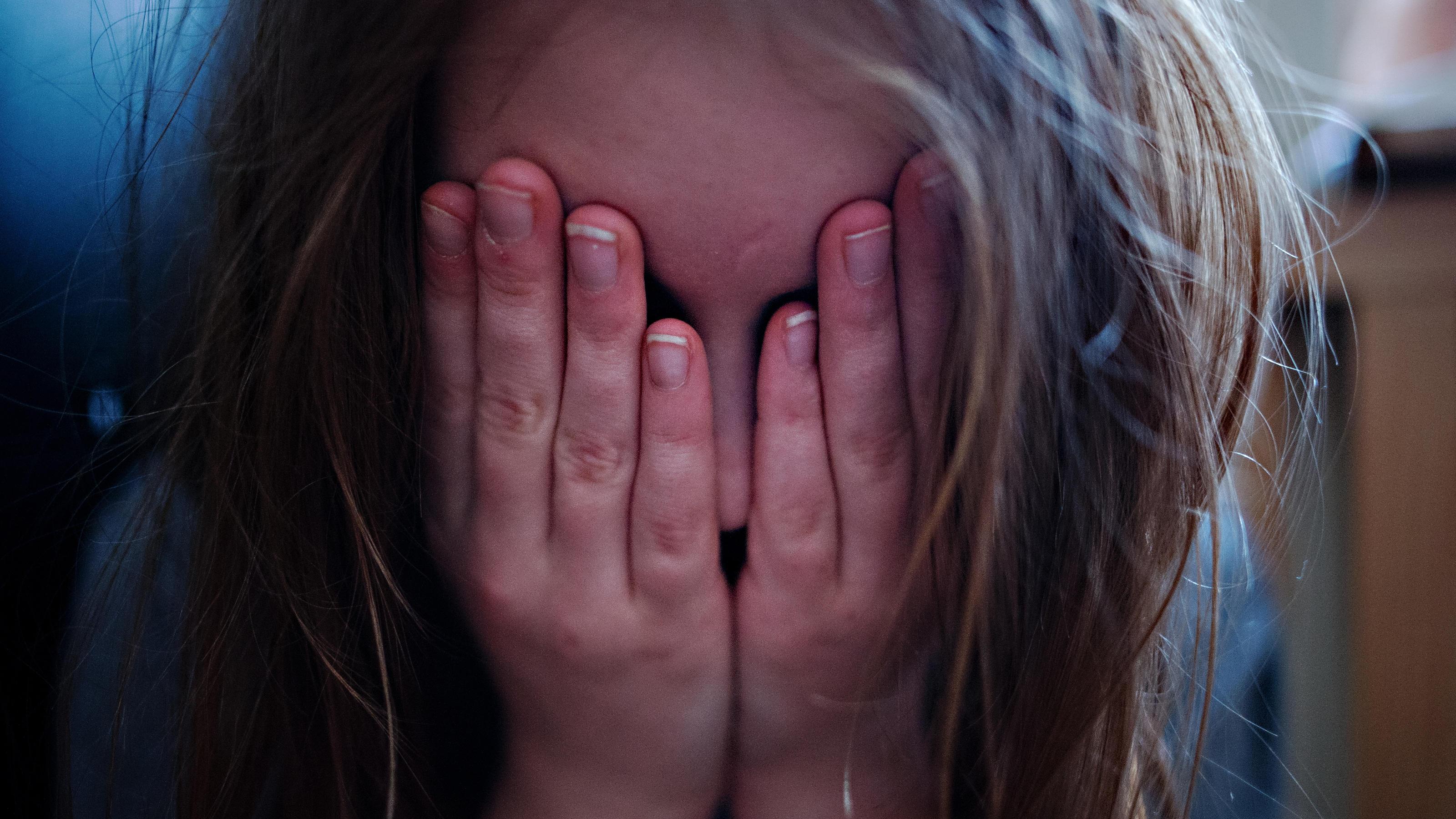 Vom Stiefvater vergewaltigt | Neunjährige muss Kind bekommen