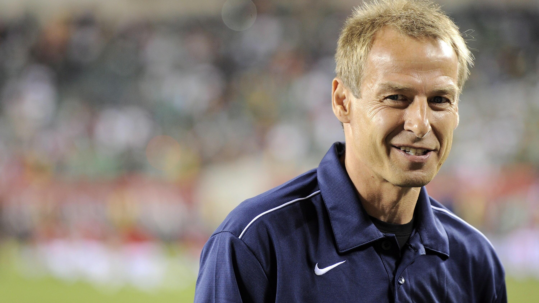 Philadelphia auf dem Platz. Klinsmann rechnet stark mit dem Weiterkommen seiner US-Boys in der WM-Vorrundengruppe mit Deutschland. EPA  ANDREW GOMBERT (zu dpa Klinsmann keine Angst