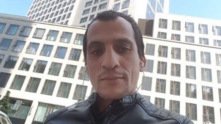 Selfies mit gestohlenem Handy - Unbekannter liefert Polizei selbst Fahndungsfotos