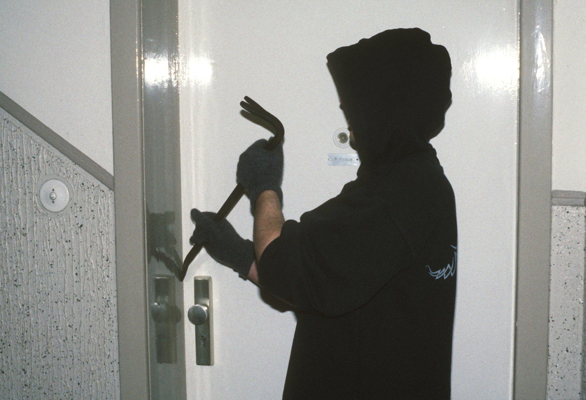 geheimzeichen von einbrechern das bedeuten die zeichen an. Black Bedroom Furniture Sets. Home Design Ideas