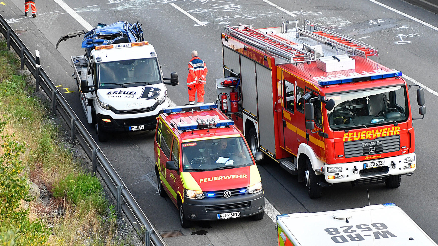 t dlicher unfall auf der a1 bei wuppertal 21 j hriger stirbt bei waghalsigem berholman ver. Black Bedroom Furniture Sets. Home Design Ideas