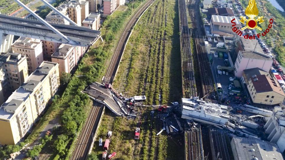 Genua: Autobahnbrücke eingestürzt.