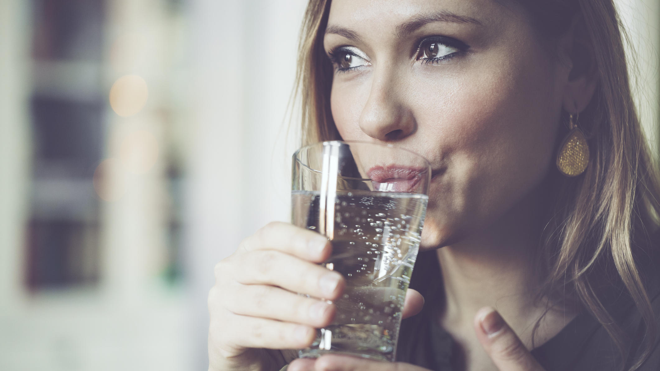 ist die 2 liter regel berholt so viel sollten sie t glich trinken. Black Bedroom Furniture Sets. Home Design Ideas