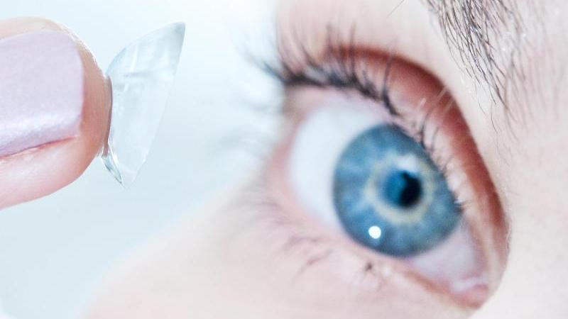 seltener fund vor der op rzte entdecken 27 kontaktlinsen. Black Bedroom Furniture Sets. Home Design Ideas