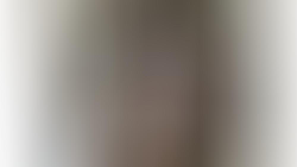photoshop fehler oder fleck auf dem spiegel fans streiten ber selfie von jennifer lopez. Black Bedroom Furniture Sets. Home Design Ideas