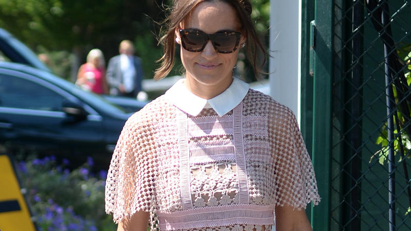 deb6ac18f7d Pippa kleid. Classically beautiful  Pippa Middleton wears a lace ...