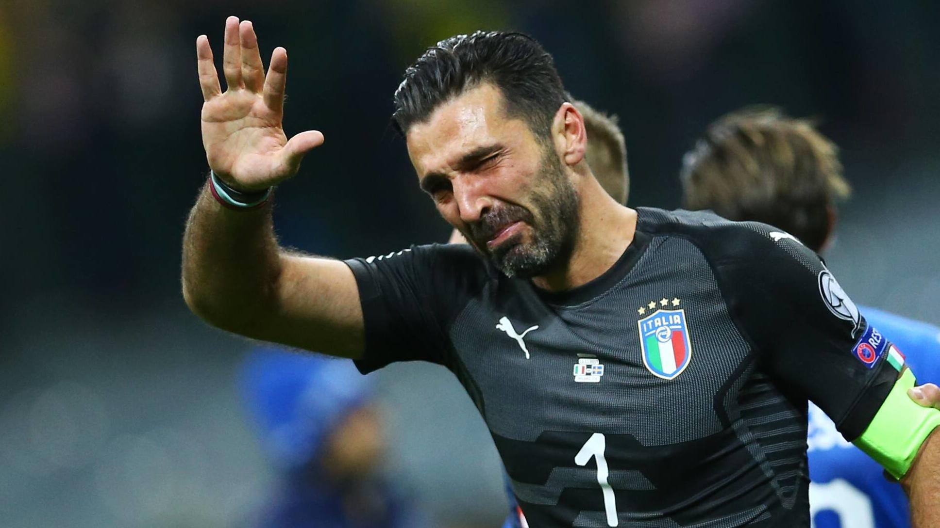 Fußball, WM Playoffs, Italien - Schweden  November 13, 2017 - Milan, Italy - FIFA World Cup WM Weltmeisterschaft Fussball Qualifiers play-off Switzerland v Northern Ireland.Gianluigi Buffon of Italy crying at the end of at San Siro Stadium in Milan,