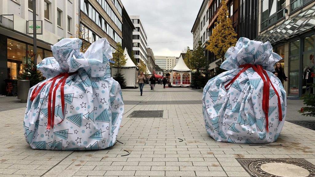 Riesige Geschenke in der Bochumer Innenstadt