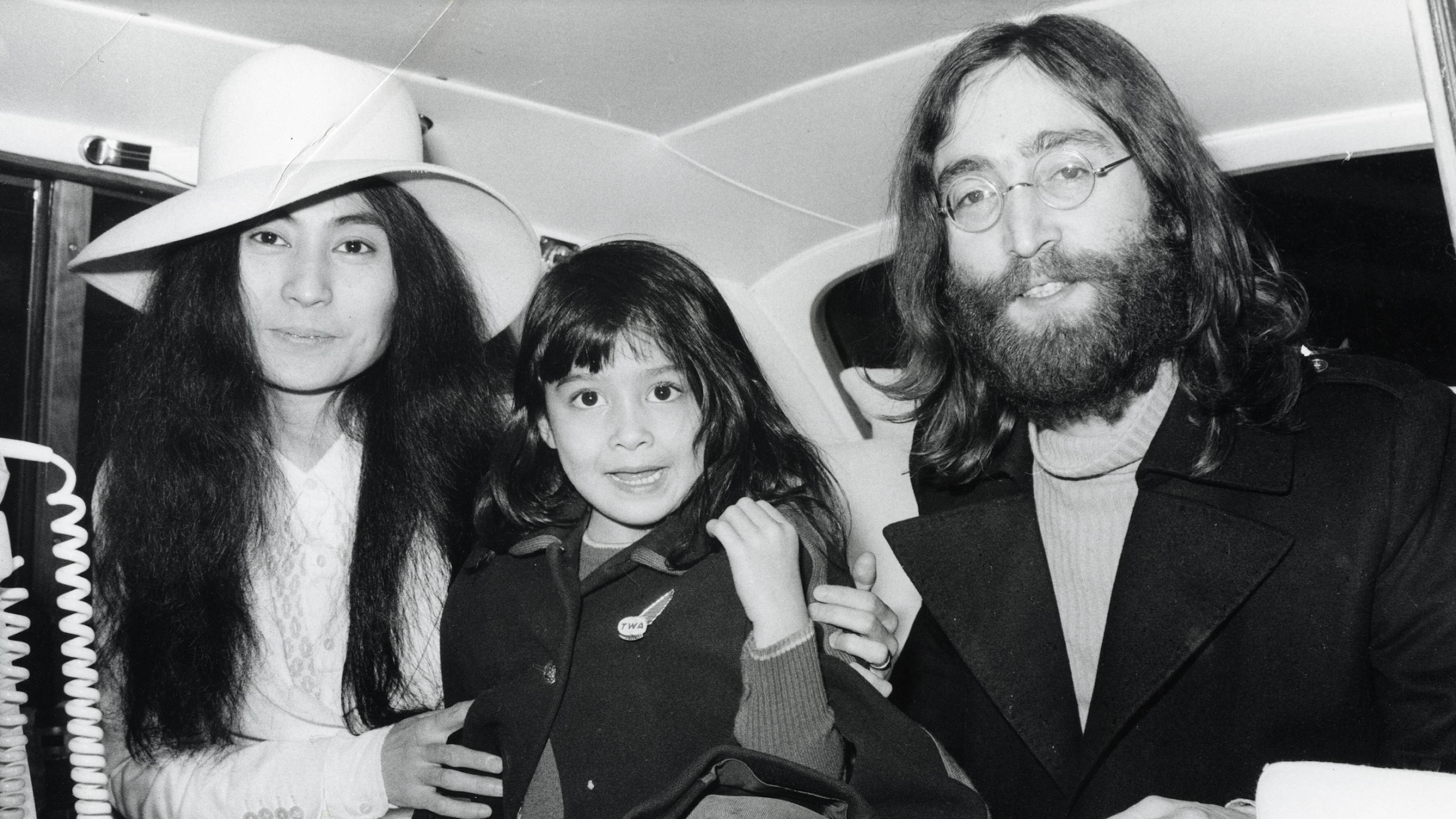Beatle John Lennon with wife Yoko Ono and her six year old Kyoko Cox, 1969. PUBLICATIONxINxGERxSUIxAUTxONLY 1013_126