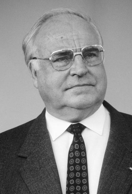 helmut kohl Dr helmut kohl (full name helmut josef michael kohl) (born 3 april 1930) is a german conservative politician and statesman he was chancellor of germany from 1982 to 1998 (west germany between 1982 and 1990) and also the leader of the christian democratic union (cdu) from 1973-1998.